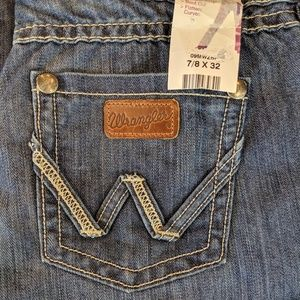 Wrangler Premium Patch Mae Jeans Flatters Curves